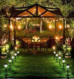 Красивая садовая беседка