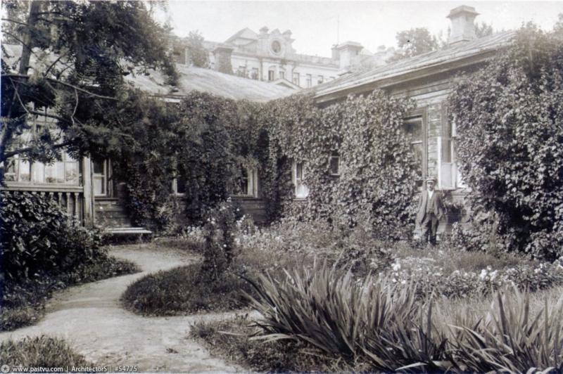 Уголок Директорского дома Ботанического сада, снимок сделан в 1912 году